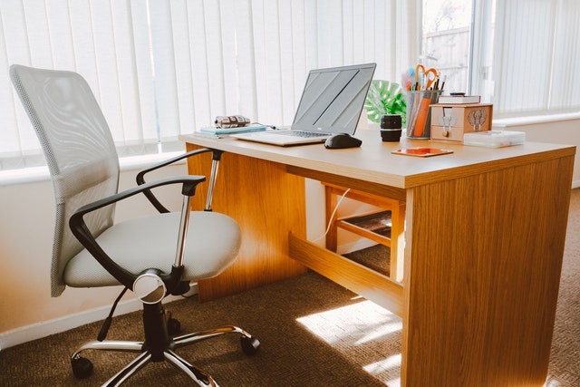 THINGS TO REMEMBER WHILE BUYING OFFICE FURNITURE